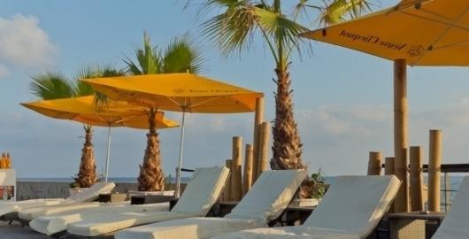 Beach bars in barcelona chiringuitos in barcelona for Beach club barcelona