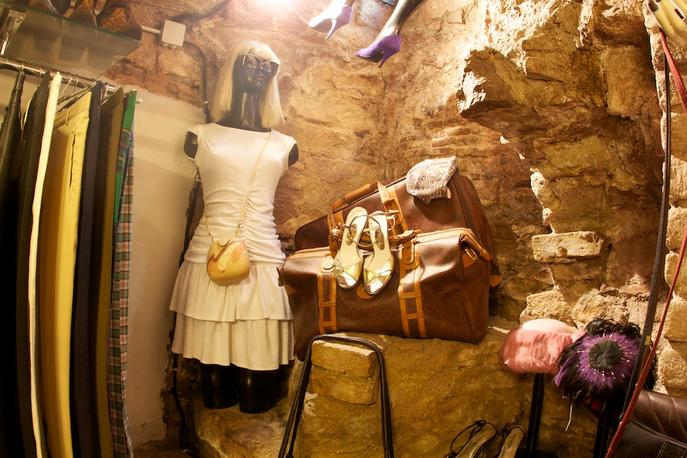 Shopping in barcelona top spots to shop in barcelona - Mobles vintage barcelona ...
